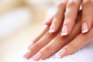 french-manicure-woman-horiz (1)